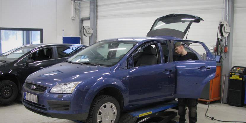 Ford Focus vasemman kyljen kolarikorjaus